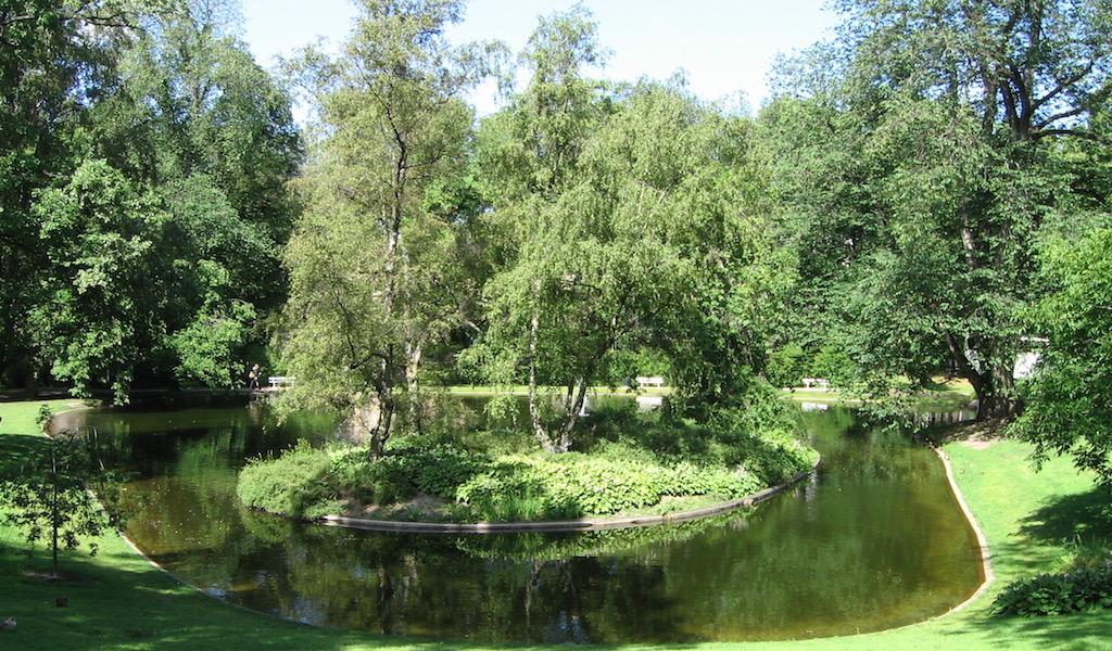 Pretty-garden_Oslo-Castle-Garden-2006